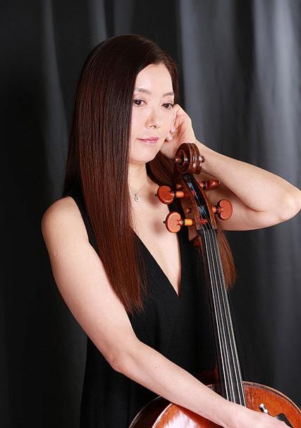 チェロ奏者 プロフィール写真